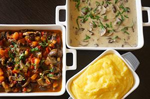Ciuperci champignon brune cu legume sau cu sos de iaurt si usturoi si mamaliguta