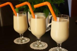 Milkshake cu banane si lapte de cocos