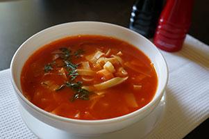 Supa de rosii proaspete cu taitei