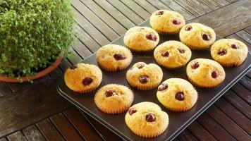 Briose cu visine- muffins cu fructe, reteta cu unt