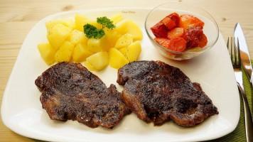 Ceafa de porc la cuptor cu legume, friptura de porc