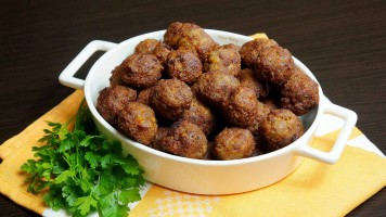 Chiftele pufoase din carne de curcan