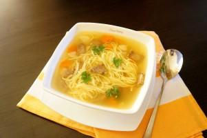 Supa de vita cu taietei de casa
