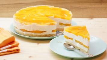 Cheesecake, tort fara coacere cu crema de branza, iaurt, frisca si fructe din compot