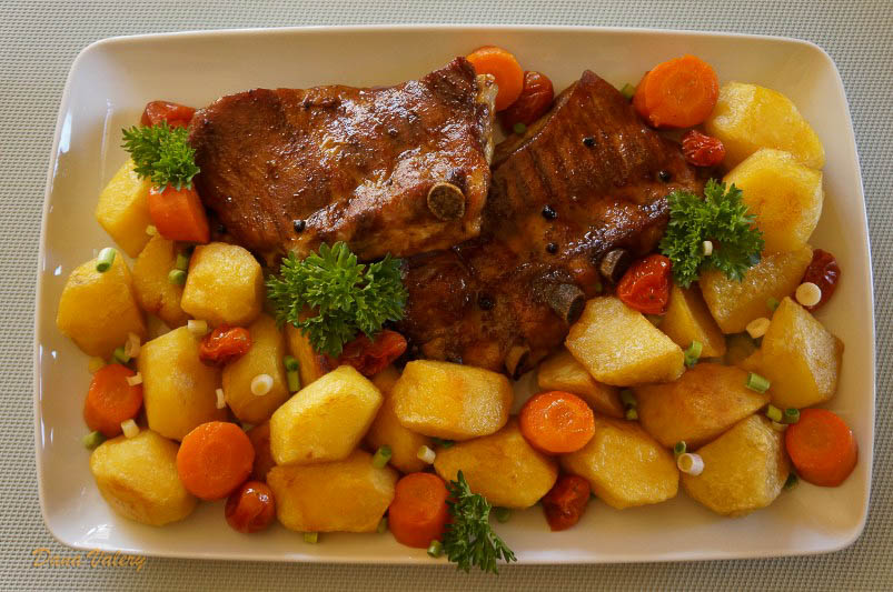 Friptura de porc la cuptor cu garnituta de cartofi
