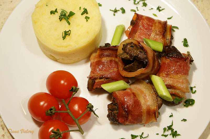 Ficatel de pui invelit in bacon la cuptor