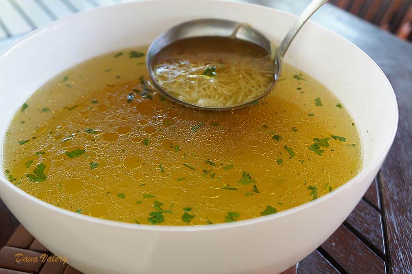 Supa de pui de casa cu taitei