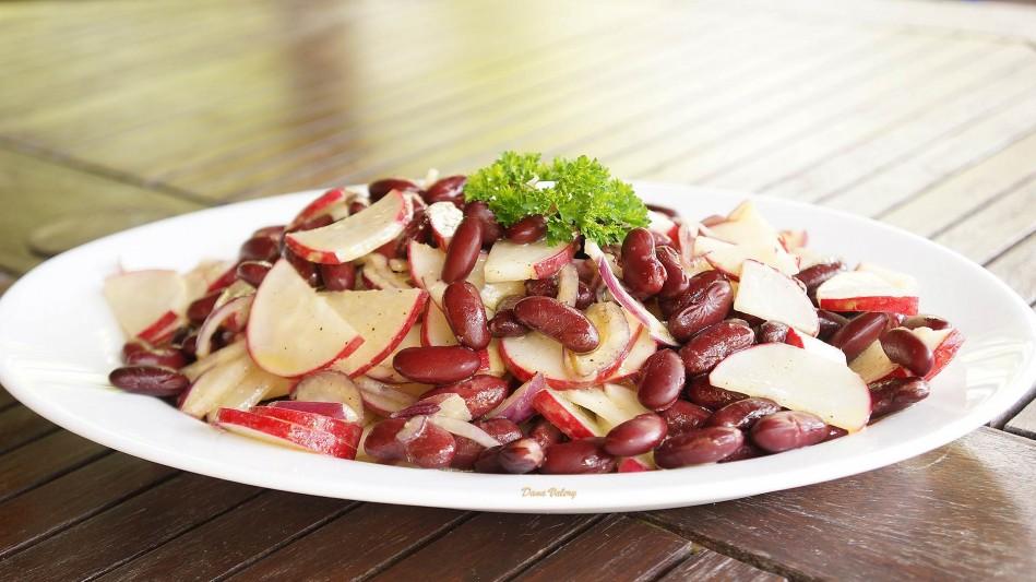 Salata de fasole boabe cu ridichi si ceapa rosie