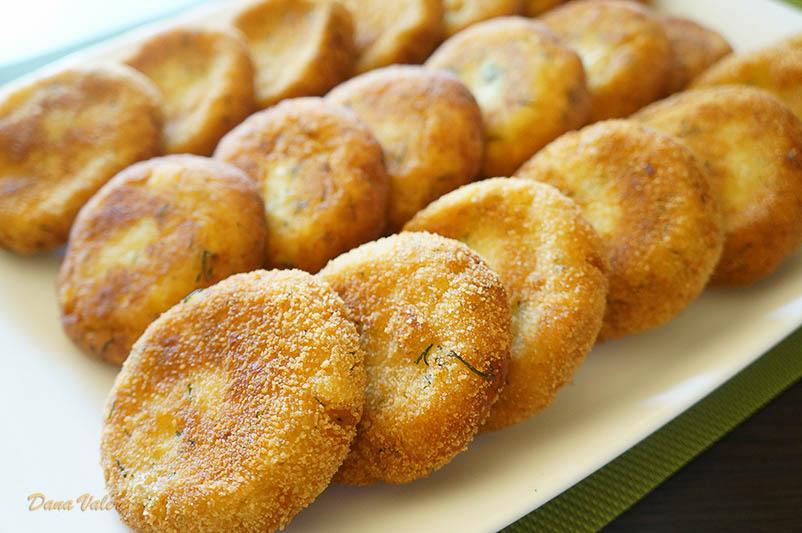 Chiftelute cu branza telemea, cartofi si marar