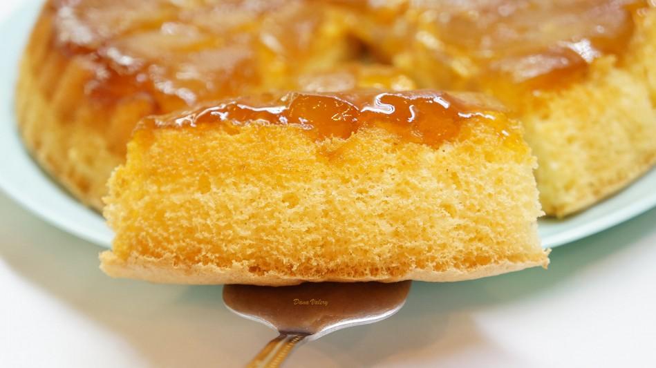 Prajitura rasturnata cu mere si caramel