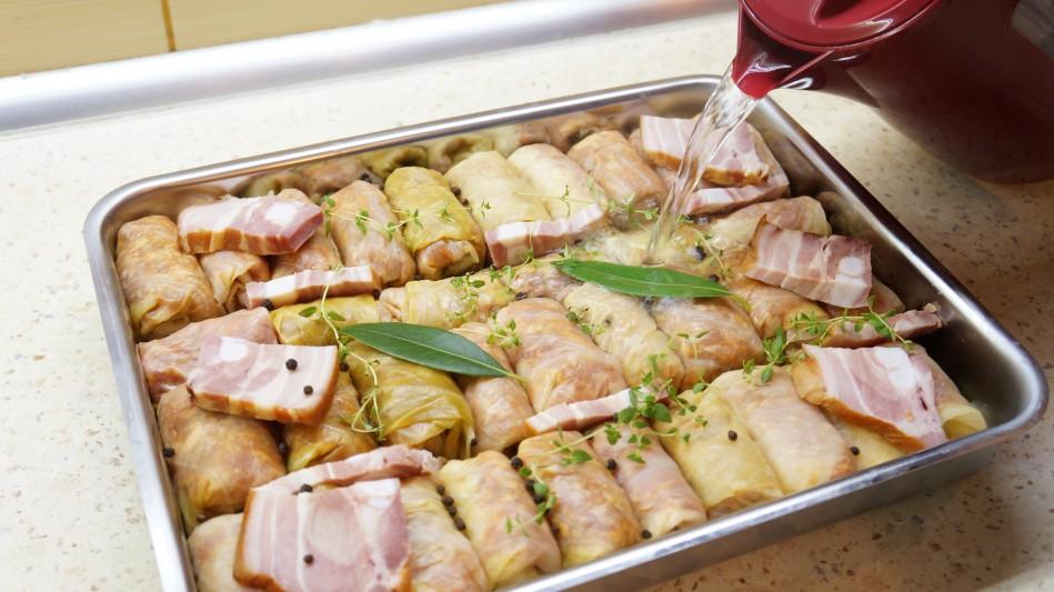 Sarmale la cuptor in foi de varza murata cu carne de porc
