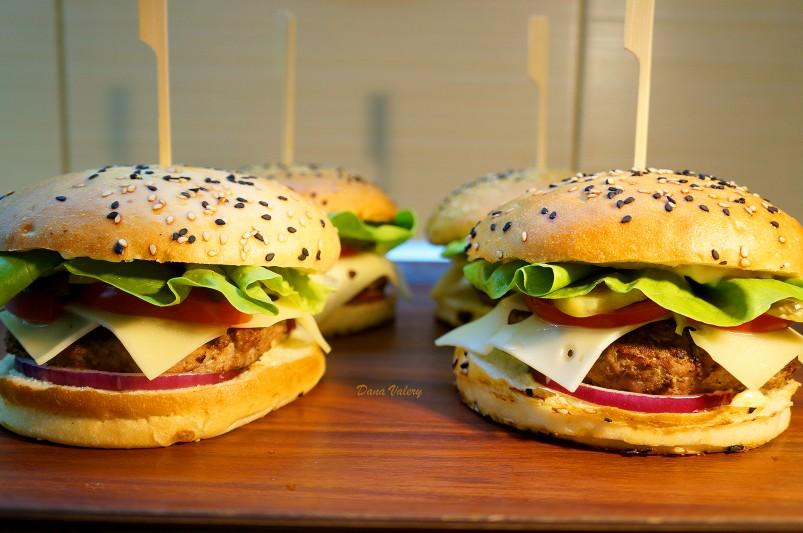 Burger de vita facut in casa, reteta simpla