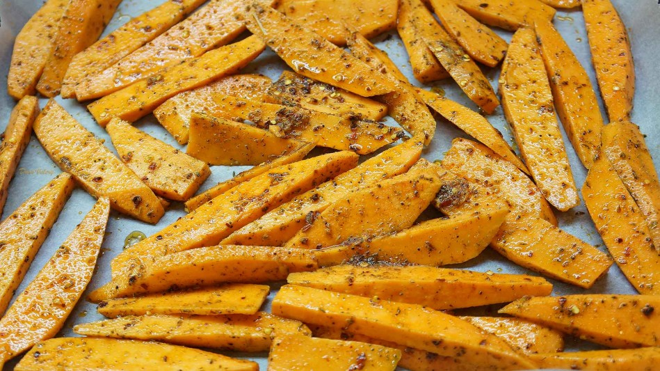 Cartofi dulci la cuptor cu fulgi de chili si usturoi