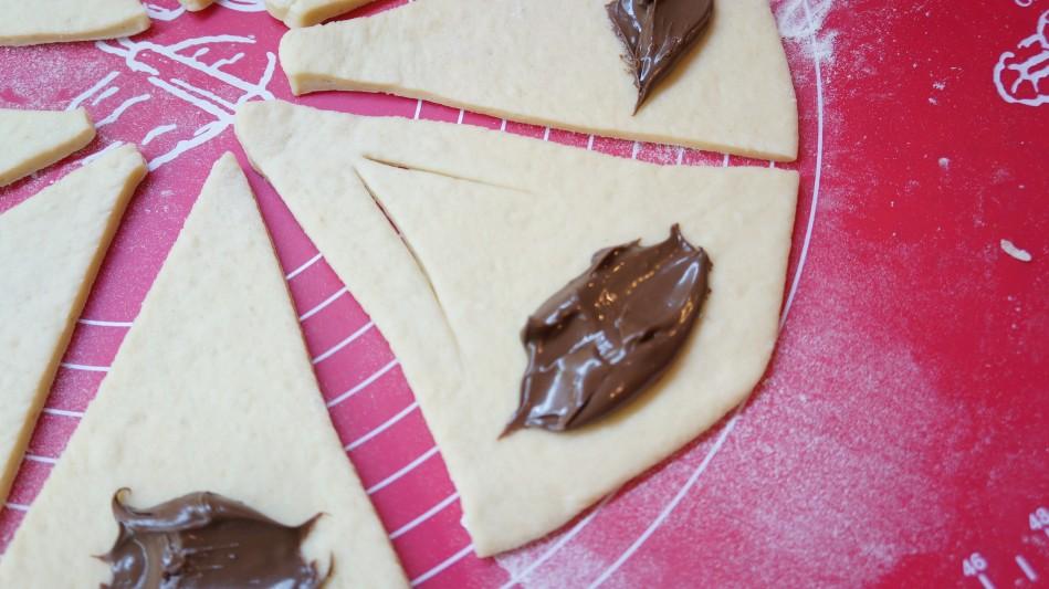 Cornulete pufoase cu iaurt si Nutella