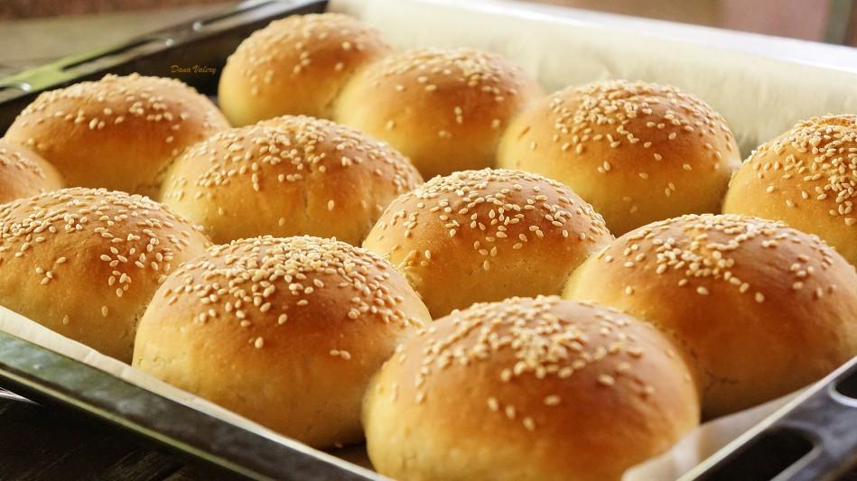 Chifle cu cartofi- painici moi si pufoase pentru burgeri sau hamburgeri