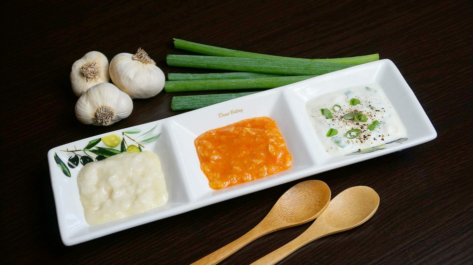 Mujdei de usturoi, sos de usturoi, preparat in 3 variante
