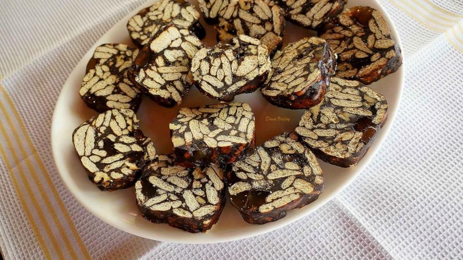 Salam de biscuiti cu nuca si rahat, reteta clasica